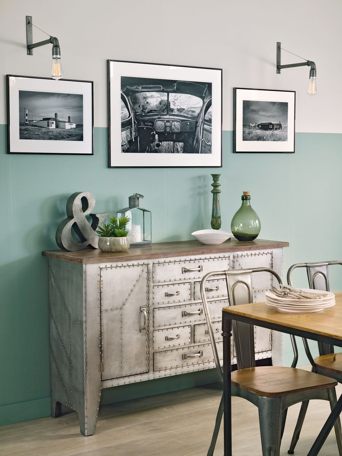 Industrial style by Sophie Robinson for Ideal Home. Photograph by Simon Whitmore