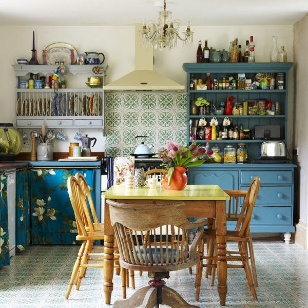 Vintage style kitchen by interior designer sarah Mitchenall