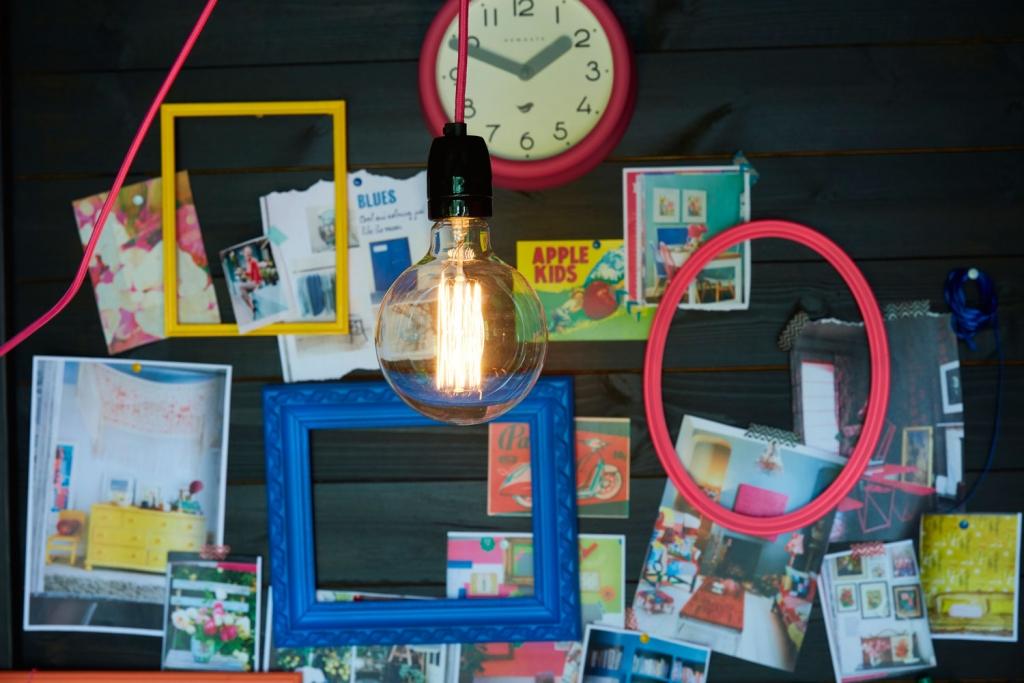 She-shed-scrap-wall-light-bulb