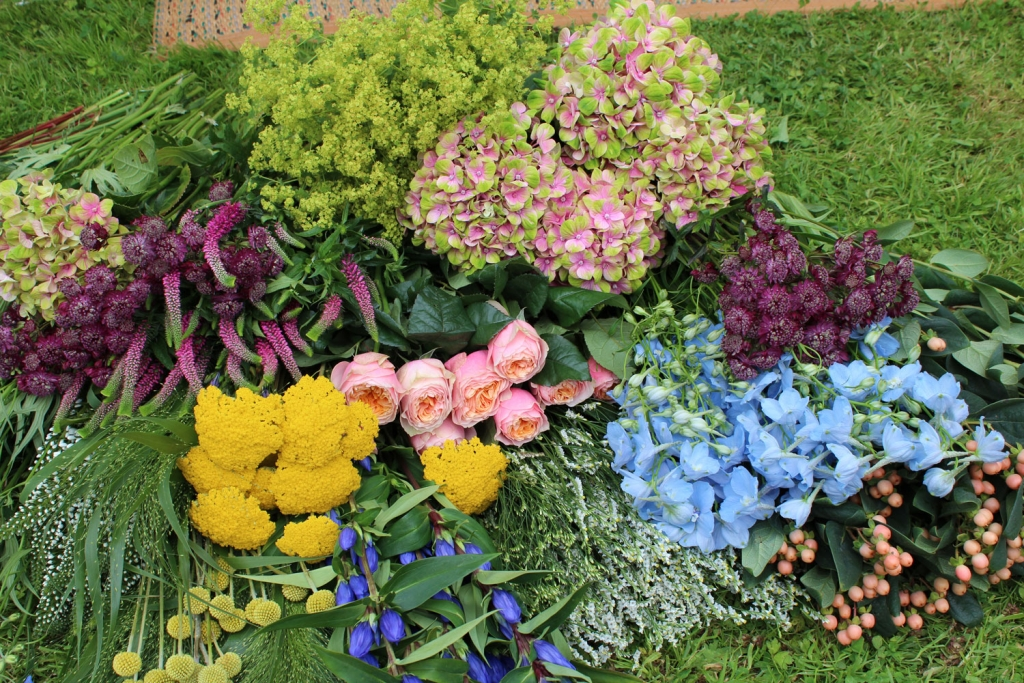 An abundance of garden fresh summer flowers make the perfect display for a party. Buy armfuls from your local flower market in a rainbow of colours