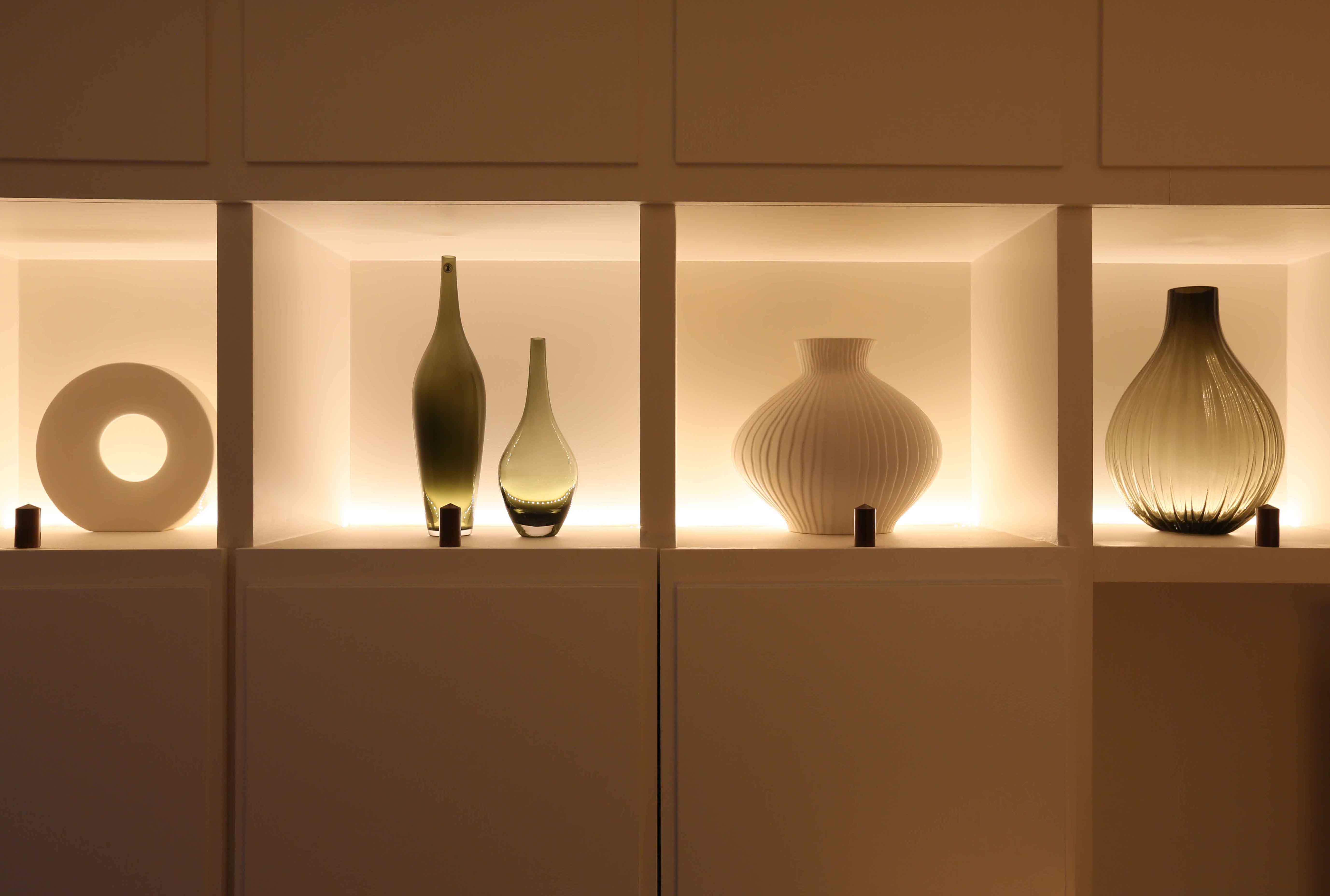10 simple lighting ideas that will transform your home for Showcase shelf designs
