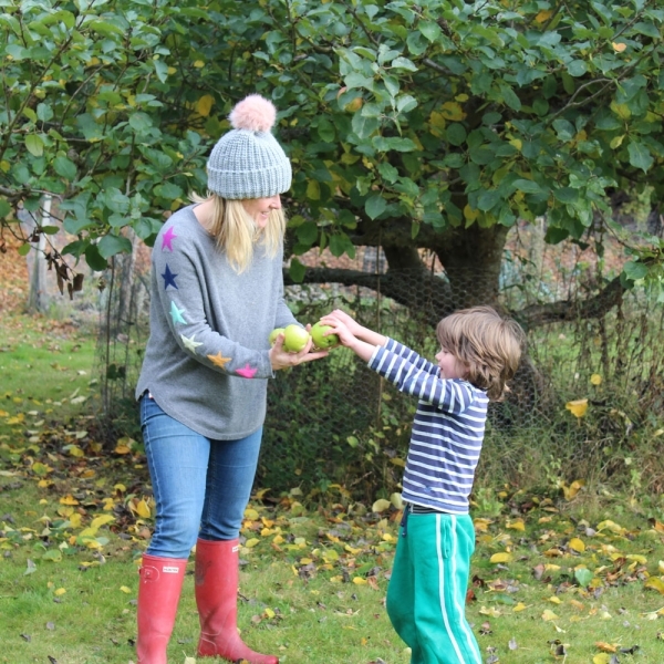 Sophie robinson collecting cooking apples for bonfire night party recipe