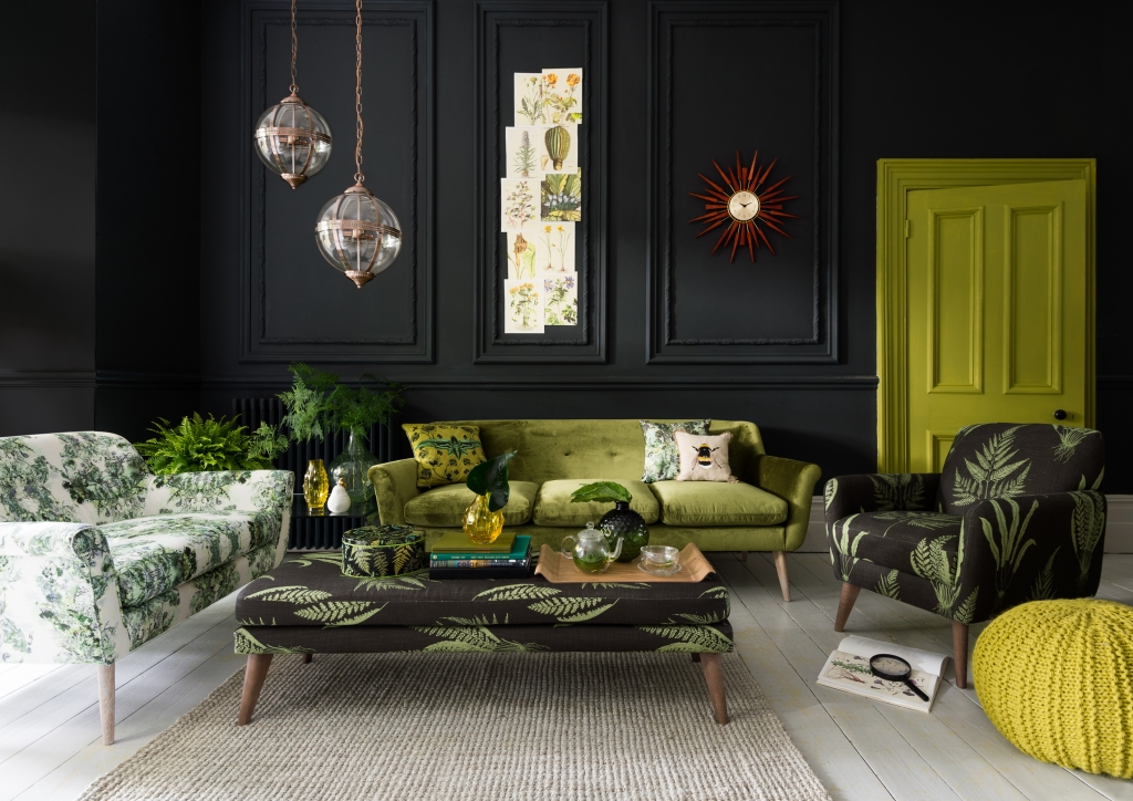 marksandspencer-green-sofa-black-walls-greenery-trend-pantone-2017