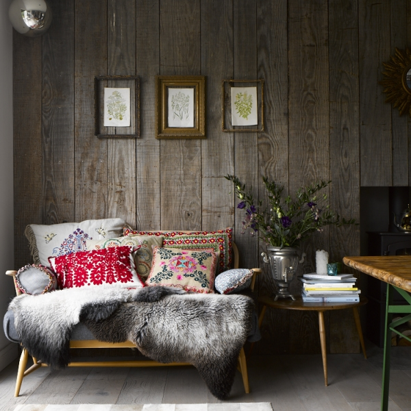 The autumn oersonality loves cosy spaces with wood wall cladding, animal skins and retro furniture, as well as tribal ethinic textiles. Home belongs to designer Oliver Heath, Image from Emiy Henson