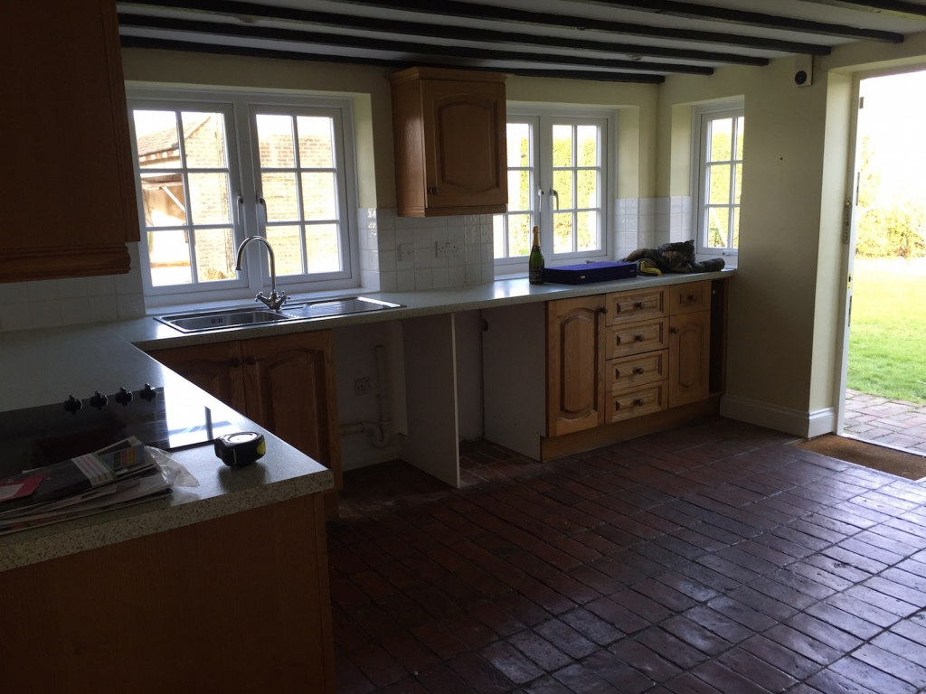 Dated 1980's stle country kitchen before refurbishment