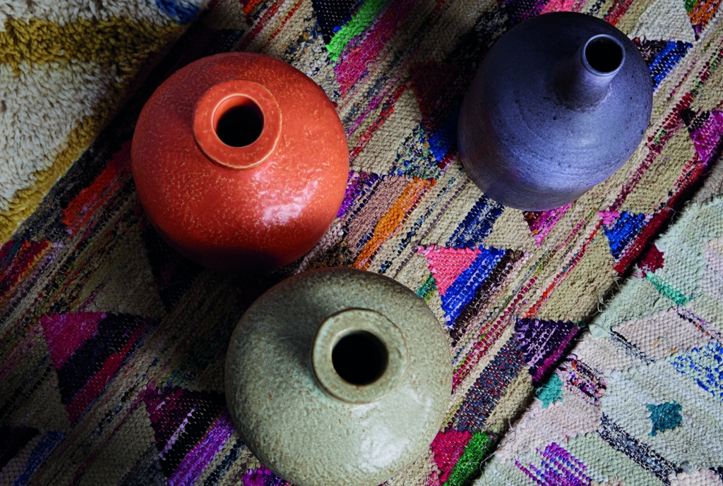 hand thrown pots and rag rugs from habitat make perect objects in the autumn personality interior design