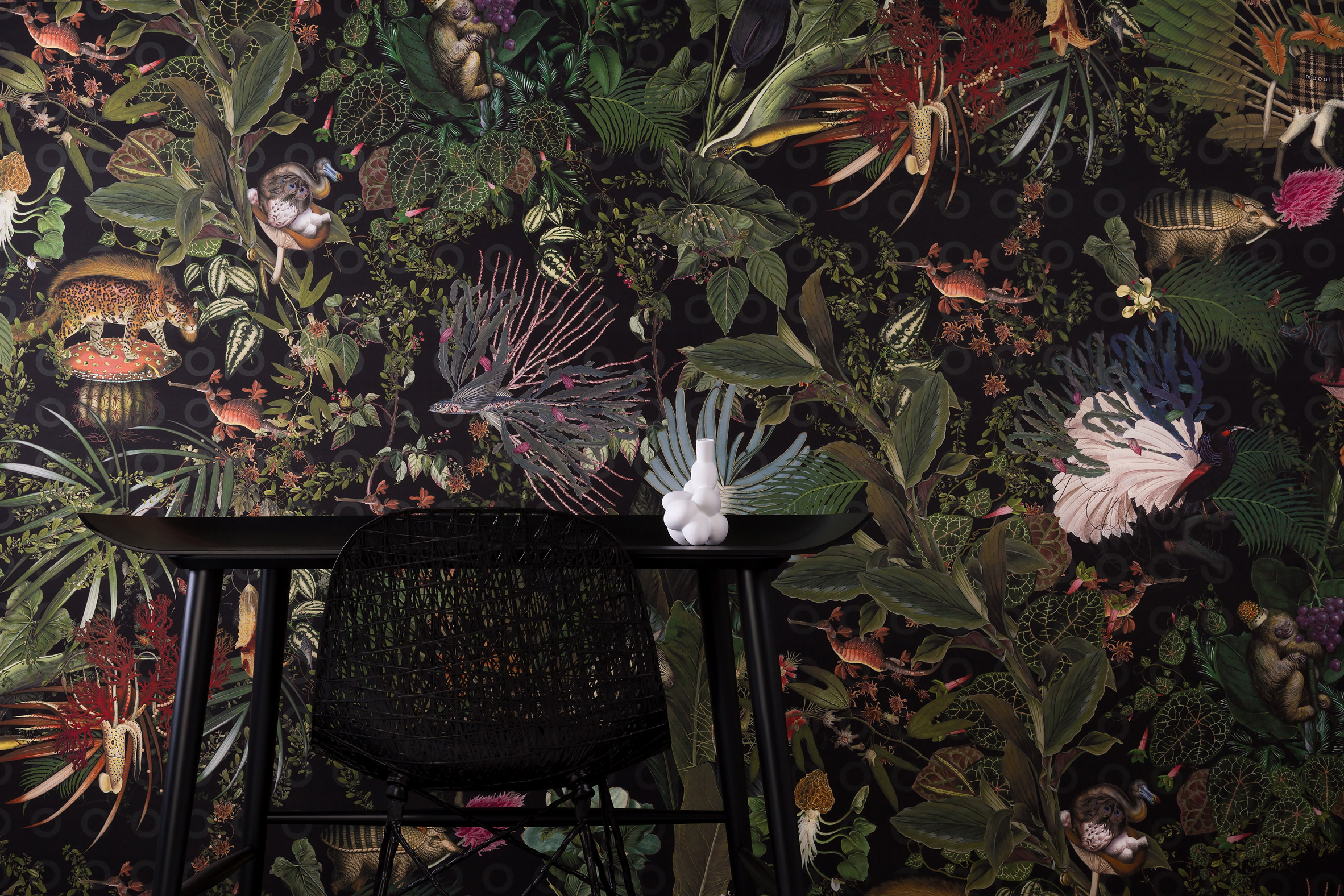 Interior designer and colour queen talk about the recent trend she's calling jungle chintz. The Extinct Animal wallpaper collection by Moooi for Arte features a Menagerie of Extinct Animals. It has an incredible depth and trompe l'oeil feel with it's hidden extinct animals