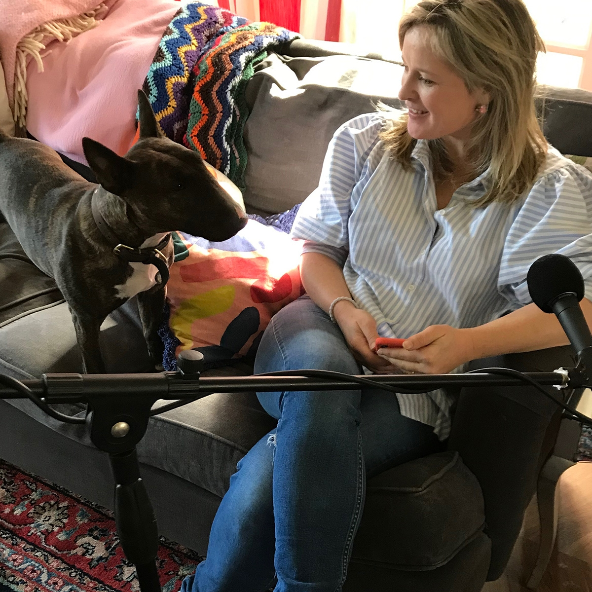 Sophie Robinson at home with her dog Lucy getting in on the action while recording the Great Indoors Podcast. #sophierobinson #podcast #thegreatindoors