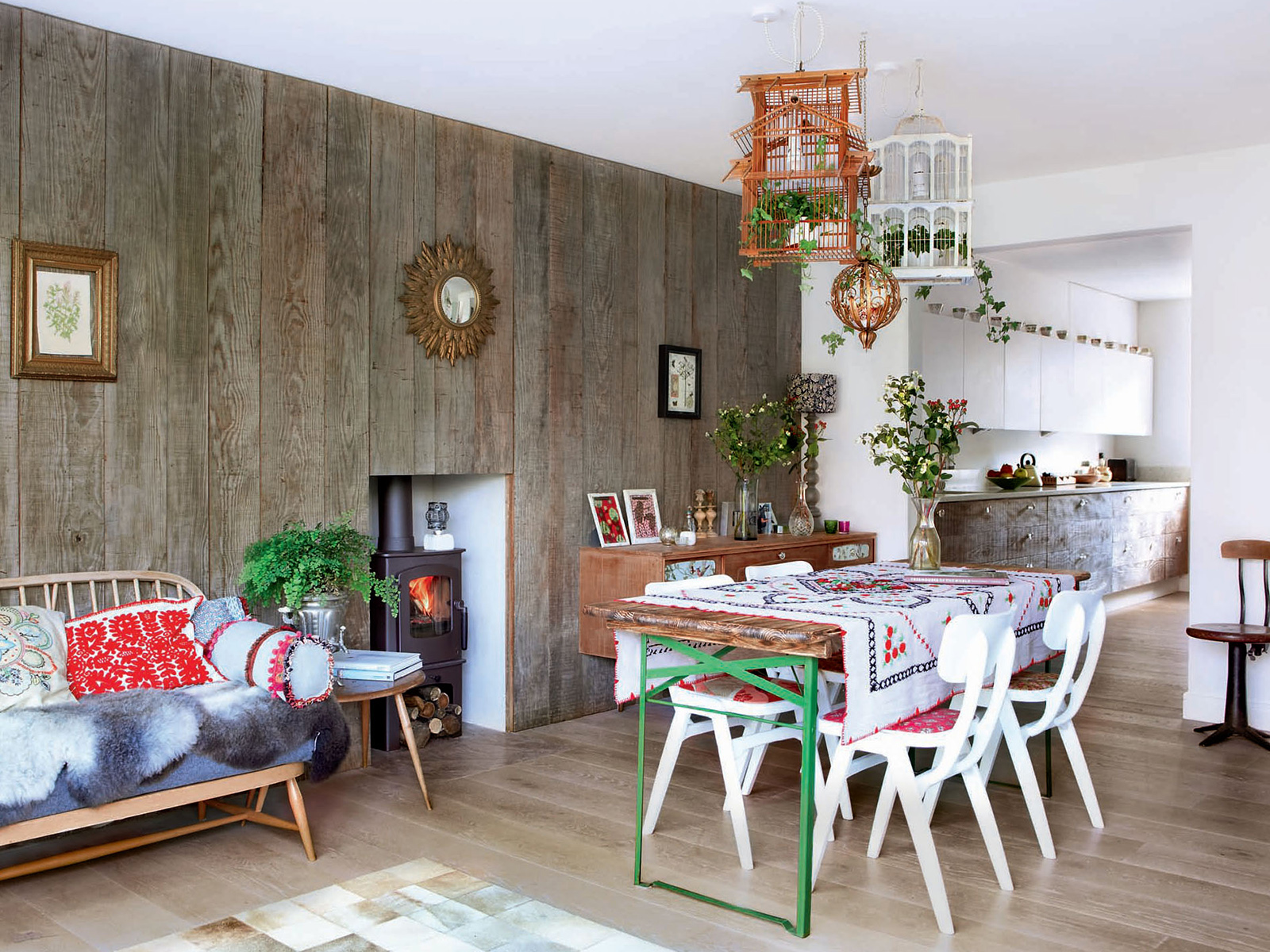 Biophilia, is a love of nature. A refurbishment project by Oliver Heath features a natural reclaimed wooden clad wall and a variety of living plants in his vintage boho home in Brighton. #biophilia #oliverheath #podcast #sophierobinson